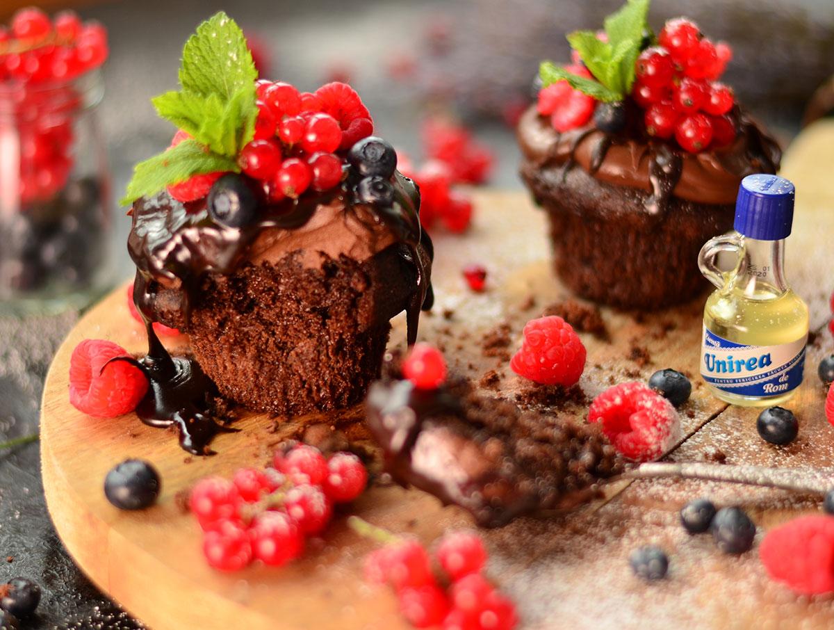 Briose-cu-ciocolata-si-fructe-de-padure